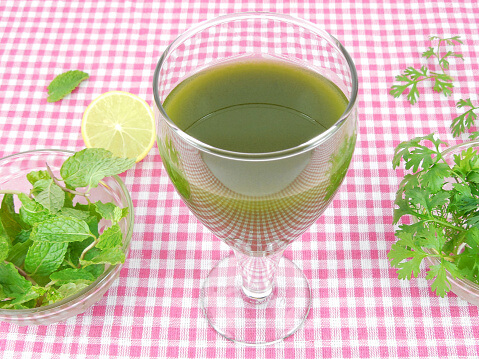 Juice made from mint, cilantro and tulasi leaves to stop hair fall permanently